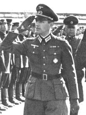 Reinhard Gehlen saluting