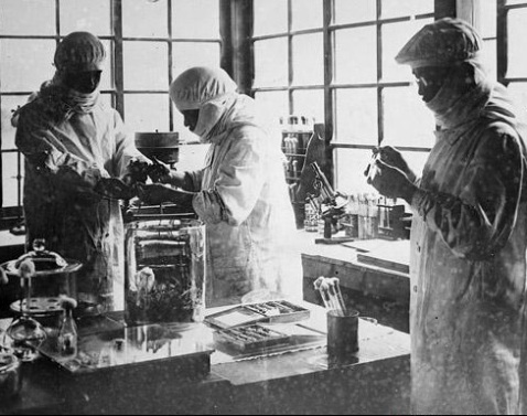 Unit 731 scientists at work